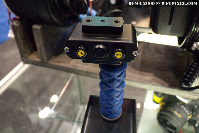 Backscatter's upcoming 3-button remote mounted on an ULCS handle