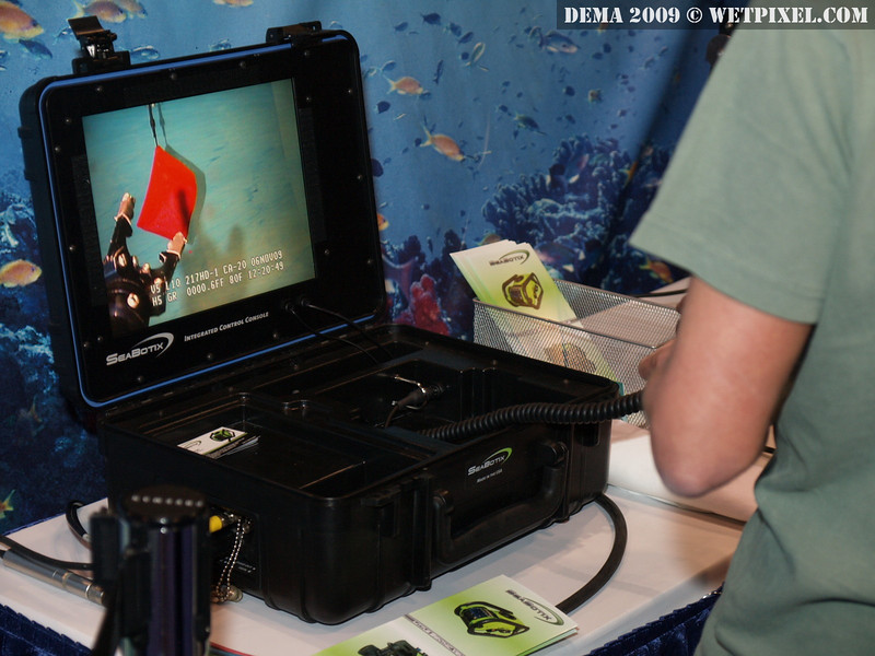 The display from the Seabotix LBV rover, showing the grippers in action