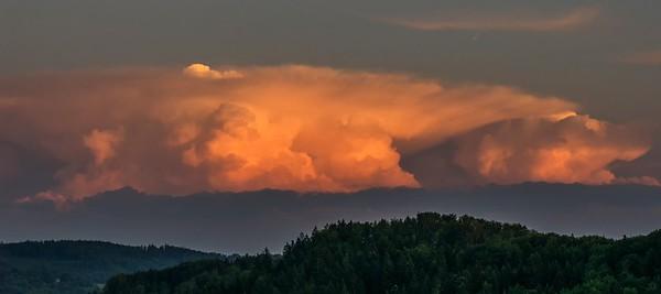 Gewitterwolken im Abendrot