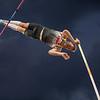 Torben Blech springt mit 5,76 Metern zu Silber im Stabhochsprung bei der Universiade 2019 in Neapel. 12. Juli 2019, © Arndt Falter