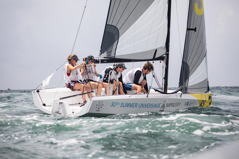Das Segler-Team belegt nach dem dritten Tag und nach zwölf gefahrenen Rennen den siebten Rang. 10. Juli 2019, © Arndt Falter