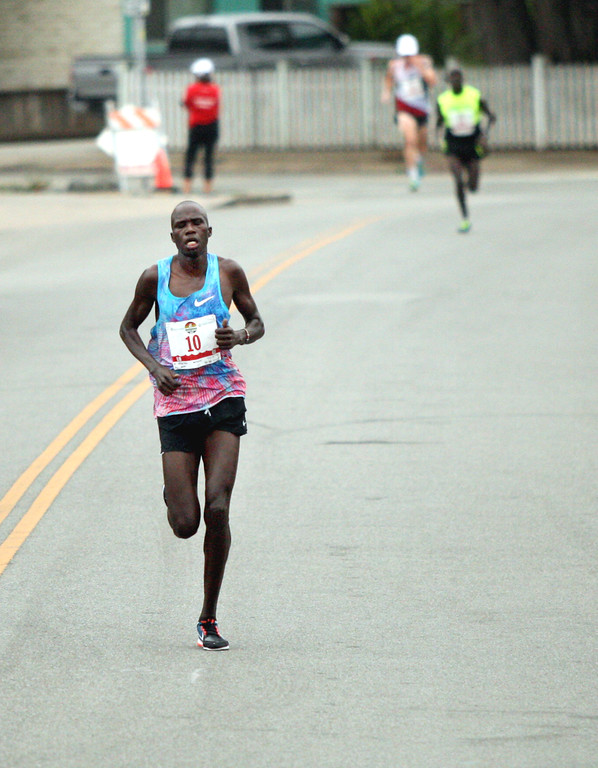 . As Silas Kipruto of Kenya passed 41st Avenue, he developed an insurmountable lead over fellow countryman Simon Chirchir and American Scott Smith. (Dan Coyro -- Santa Cruz Sentinel)