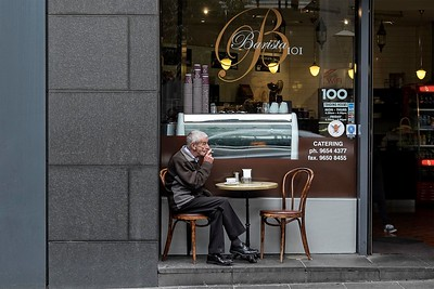 Flinders Ln, old guy with coffee and cigaret