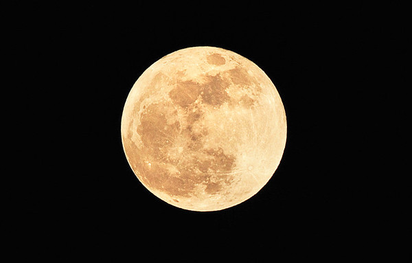 SUPER MOON FROM ORANGE COUNTY, CALIFORNIA, 9 PM, MAY 5, 2012