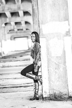 Megin Senior Session-28b&w