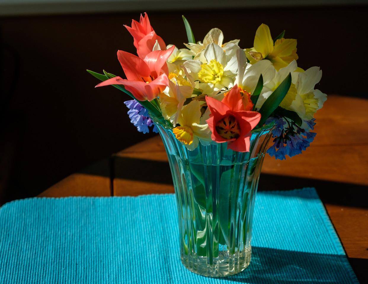 spring_flowers+vase-3386