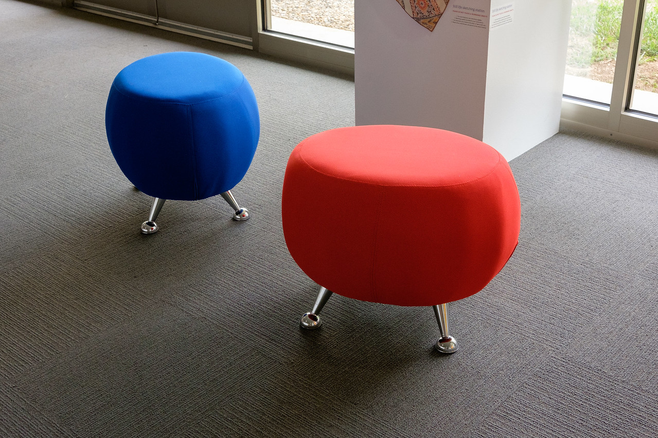 red_n_blue_stools-0659