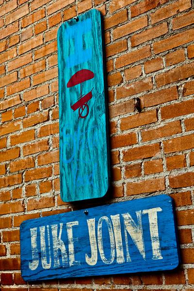 Juke Joint Camp Street Patio Crockett TX_1132