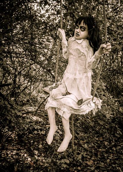 dead_girl_swinging-2617