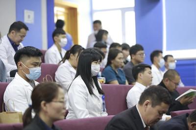 """2020 оны аравдугаар сарын 30. """"Амьгүй донороос эд, эрхтэн шилжүүлэн суулгах үйл ажиллагааг өргөжүүлэх нь""""олон улсын эрдэм шинжилгээний хурал боллоо.  ГЭРЭЛ ЗУРГИЙГ Г.ӨНӨБОЛД/MPA"""