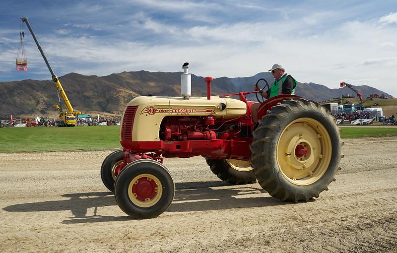 Cockshutt D4 Tractor 9326