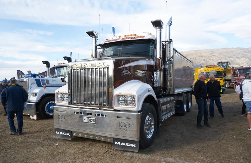 Mack Truck 9277