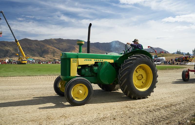 John Deere 830 Tractor 9325