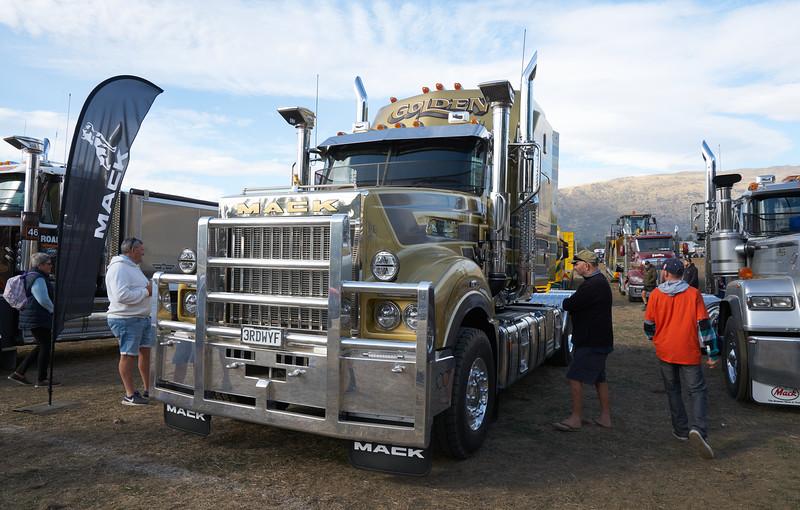 Mack Truck 9276