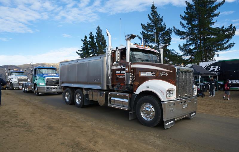 Mack Truck 9256