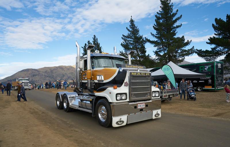 Mack Truck 9246