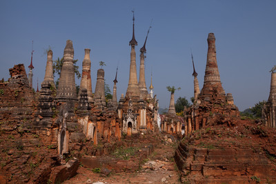 Land of the stupas, Inle