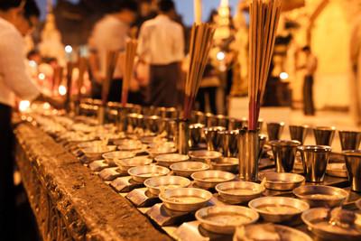 Evening prayers, Shwedagon