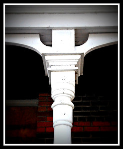 Details of porch on Stuart House in Selkirk mb