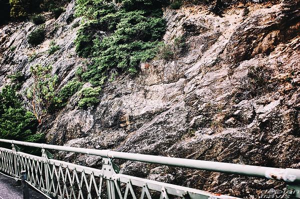 deception-pass-bridge-grab-shots-rocks-rail