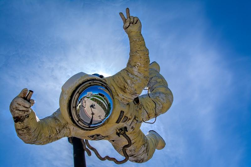 SRd1804_4674_GlassBall_Astronaut