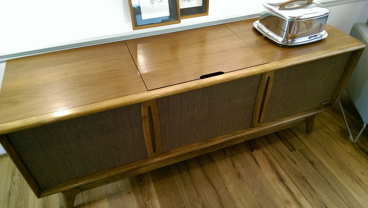 983 Sylvania Drive - music player pops out of the cabinet