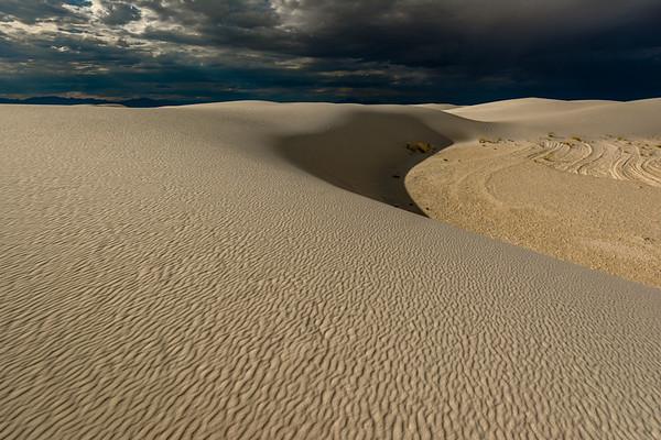 White Sands National Monument: Alkali Flat Trail.