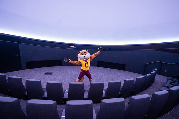 Goldy Gopher Ready to Reach for the Stars!