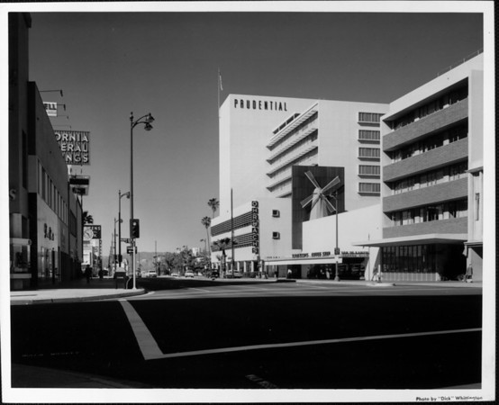 Looking along Wilshire Boulevard from the intersection of Hauser Avenue