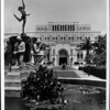 A view of a water fountain in front of the Doheny Main Library in the University of Southern California (USC)