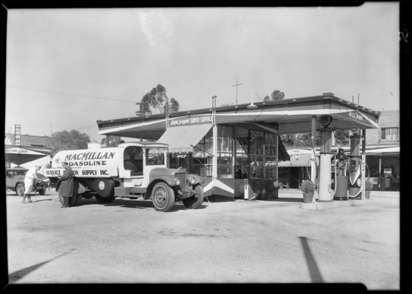 Mac Millan Oil truck at service station, 411 South Fair Oaks Avenue, Pasadena, CA, 1929