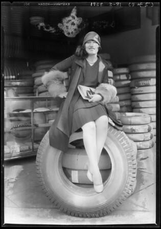 Miss Caitlin and groups at Dayton store, 10th & Los Angeles Street, Los Angeles, CA, 1928