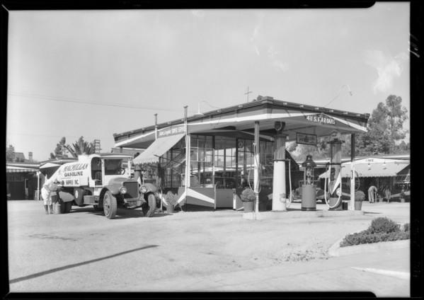 Mac Millan Oil truck at service station, 411 South Fair Oaks Avenue, Pasadena, CA, 1929