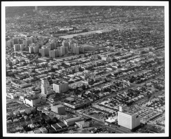An aerial view of the Park La Brea apartment complex and surrounding area, looking northwest with Wilshire Boulevard in the foreground