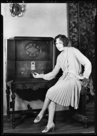 Jacqueline Logan at her home, Southern California, 1928