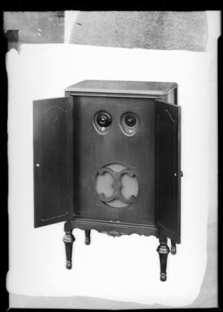 New cabinet, Atwater Kent Radio, Southern California, 1928