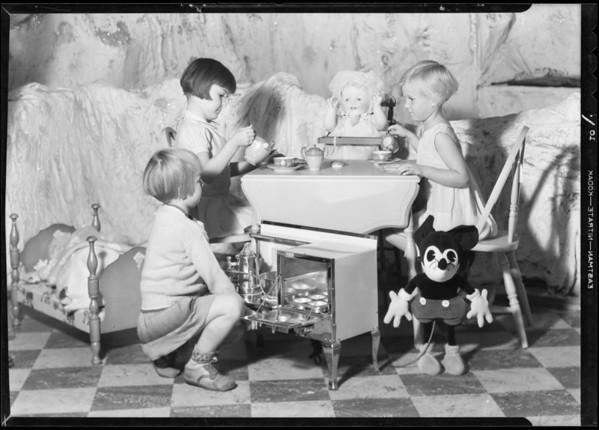 Kiddies and toys, Los Angeles, CA, 1931
