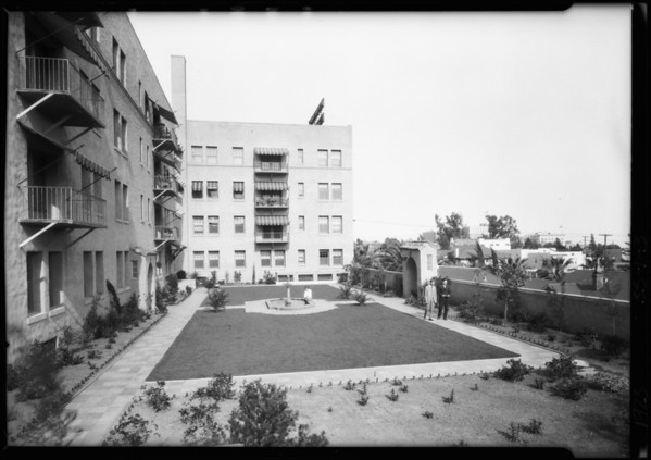Havenhurst Apartments, new garden picture, Southern California, 1925