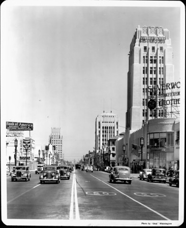 Looking east on Wilshire Boulevard from Burnside Avenue