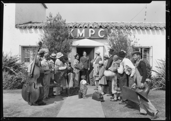 Colored troupe arrives at KMPC, Beverly Hills, CA, 1931
