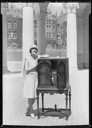 Mayor Cryer, Miss Los Angeles, & radio at City Hall, Los Angeles, CA, 1928