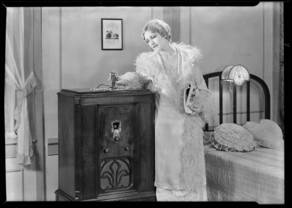 Radio Owl and bed, Southern California, 1930