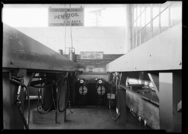 Service grease rack, Santa Monica, CA, 1930