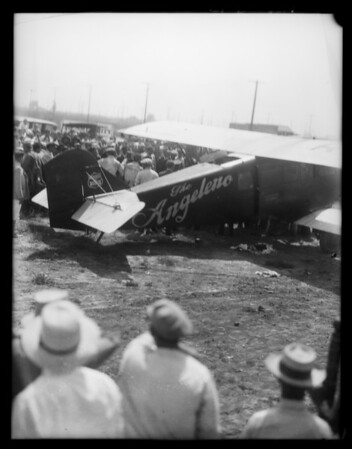 Landing of endurance ship at Culver City Airport, Culver City, CA, 1929