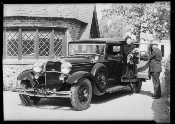 Old lady in Lincoln, Southern California, 1931
