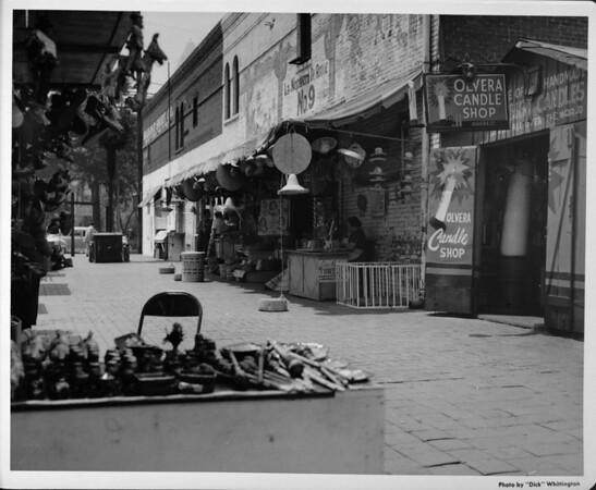 Olvera Street, Olvera Candle Shop, La Nopalera de Roque No. 9