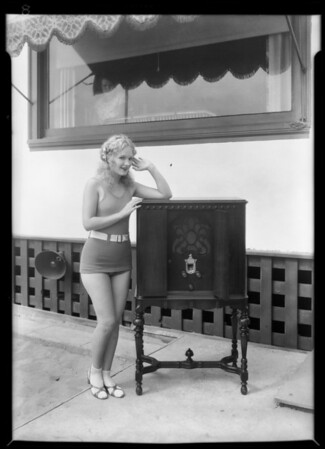 Chorus girls, etc., Harry Carroll's home, Santa Monica, CA, 1929