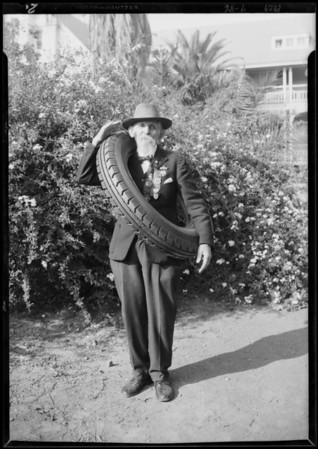Old soldier & Federal tire, Southern California, 1929