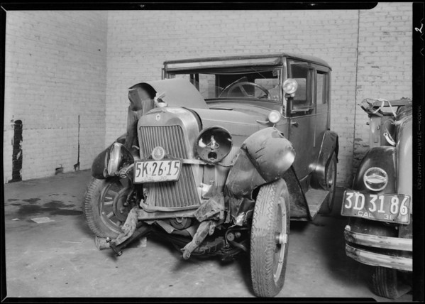 Wrecked Essex automobile, Southern California, 1931