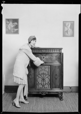 Peerless radio & Jean Cowan of KFWB, Southern California, 1929
